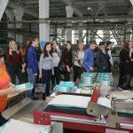 Путешествие в цех, где рождаются книги: знакомство с процессом производства обложек