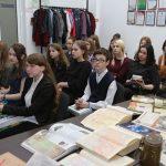 После экскурсии в типографию школьников встречали в пресс-центре газеты ведущие журналисты издания