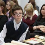 Тема войны близка и младшим, и старшим школьникам. В школе № 139 ученики вместе с родителями участвуют в шествии Бессмертного полка