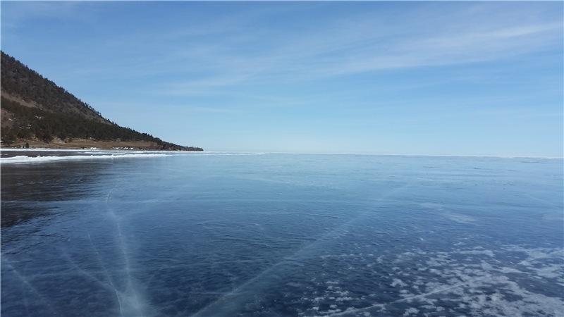 Красноярский путешественник проехал навелосипеде 300 километров польду Байкала