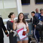 Первой пассажирке вручили сертификат на бесплатный пролет туда и обратно по любому маршруту из Черемшанки