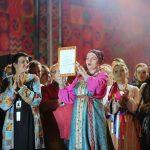 Диплом лауреата фестиваля получает фольклорный ансамбль «Первоцвет» (Красноярск)