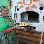 Русская печь все три дня разбавляла восточный колорит обедов и ужинов. Картошечка печеная, пирожки, борщи и щи томленые — ммм, все было вкусно. Приезжайте и в следующем году!
