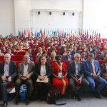 В зале во время первой панельной дискуссии практически не было свободных мест: в форуме принимают участие более 170 представителей из 50 стран