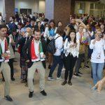 Перед церемонией открытия участникам форума предложили потанцевать зумбу