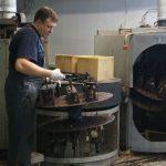 На фабрике можно увидеть разнообразное оборудование
