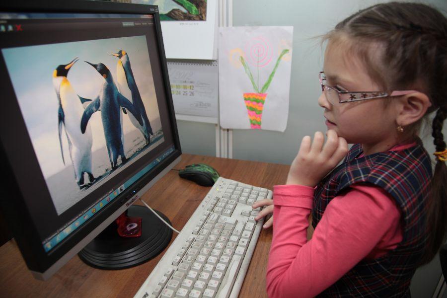 Школьников в Красноярске начали отправлять на удаленку