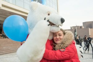 Красноярцы обнялись ради семейных ценностей. 16 мая 2019 года