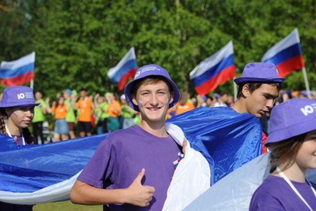 В Красноярске развернули сорокаметровую копию российского флага. 22 августа 2019 года