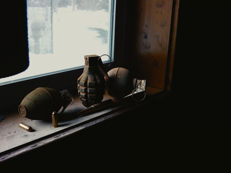 >В Красноярске эвакуировали отель из-за дебоширов-постояльцев с муляжом гранаты