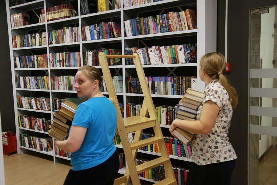 Губернатор и спикер Заксобрания поздравили сотрудников библиотек с профессиональным праздником