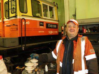 Николай Ростов 20 лет трудится на железной дороге электромонтером контактной сети