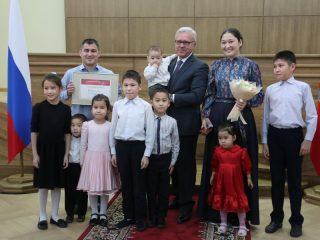 Чаяна и Шолбан Монгуш воспитывают 6 сыновей и 2 дочерей