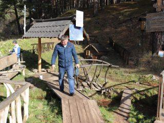 Родник святого Феодора Томского – местная достопримечательность. Здесь проводятся богослужения. На Крещение - устраивается купель. Вода в источнике очень вкусная, целебная, она богата серебром