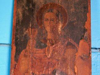 В храме Архангела Михаила в Новоберезовке много старинных икон, которые принесли сами прихожане: они чудом сохранились в те времена, когда храмы разрушали