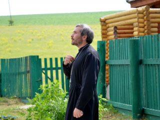 Бывший учитель физкультуры несколько лет назад стал отцом Романом, настоятелем старинного храма Архангела Михаила