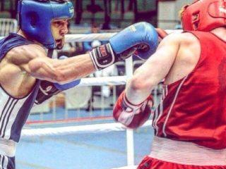 Боксер из Лесосибирска Шамиль Мальсагов в атаке