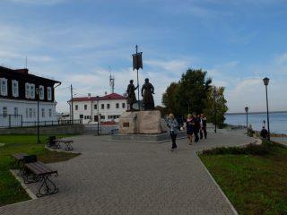 Монумент основателям города