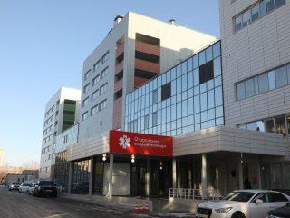 Площадь нового корпуса краевой больницы в Красноярске составляет 61 тысячу квадратных метров. Для сравнения - старый 9-этажный корпус - 50 тысяч \