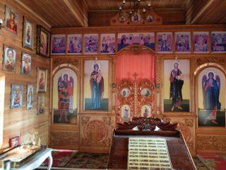Деревянный храм у Монастырского озера - тишина и спокойствие