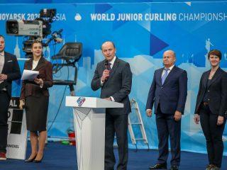 Вице-президент Всемирной федерации керлинга отметил, что первенство мира - важный этап в карьере молодых спортсменов