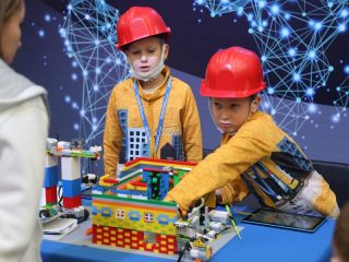 Юные конструкторы приступили к презентации своих проектов на тему градостроительства