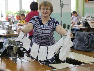 Три предприятия Красноярского края наладили выпуск защитных масок для безопасности жителей региона
