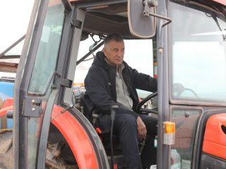 Леонид Шилов организовал СПК «Аленушка» еще в 1992 году. Сейчас бразды правления передал сыну, а сам помогает в сельхозработах