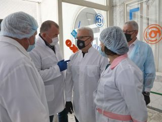 Александр Усс высоко оценил производственные мощности комбината, отметив, что это одно из старейших и наиболее устойчивых предприятий края