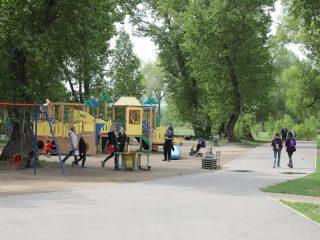 Запланирован ремонт части спортивных площадок, а в районе вантового моста предполагается построить новый детско-спортивный городок.