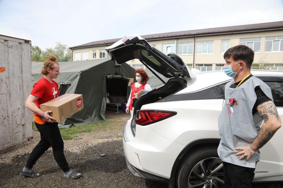 В Красноярске волонтеры-медики ищут добровольцев для развоза ковидных бригад