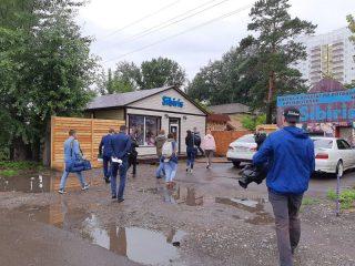 По информации регоператора, на улице 1-й Смоленской несколько павильонов работают без договоров на обращение с отходами