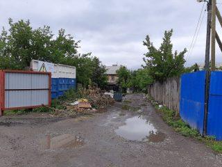 На улице Смоленской левобережным регоператором выявлены три несанкционированные свалки. Общий объем отходов на них 30 кубометров