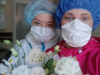 Но и в эти очень непростые дни у врачей и медсестер случаются маленькие радости, котоыре поддерживают и вдохновляют