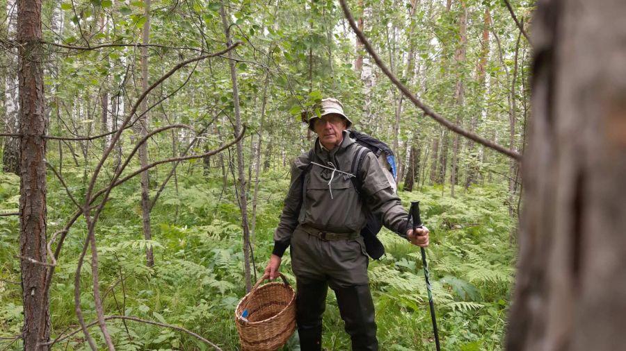 МЧС края советует надевать яркую одежду тем, кто идет в лес