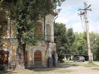 В Минусинске очень много зданий-памятников, которые необходимо восстанавливать. Однако при подготовке к 200-летию власти не собираются на этом останавливаться. Преобразиться должны и прилегающие пространства, улицы и площади.
