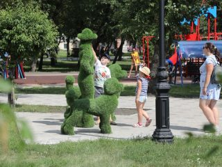 Минусинск готовится к 200-летию, которое южная столица края отметит в 2023 году. Городские скверы и парки уже начали преображаться - здесь появились новые детские и спортивные площадки, новые формы озеленения и т.д.