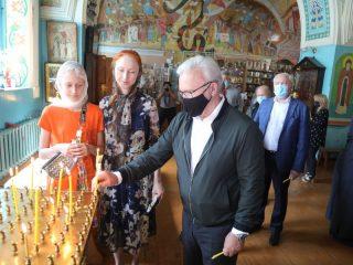 Глава региона Александр Усс побывал в Спасском соборе Минусинска.