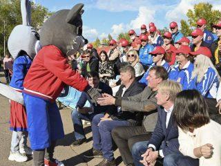 Талисман ГТО, волчонок Макар приветствует почетных гостей