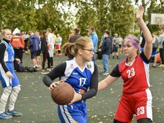 ...А баскетболисты принимали участие во всероссийской акции по уличному баскетболу \