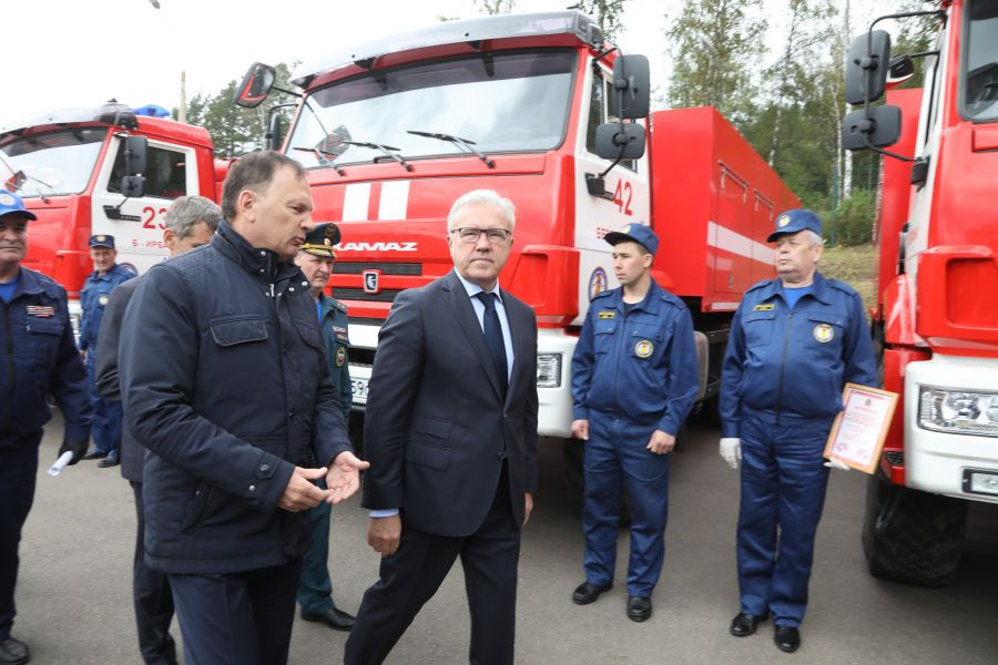 Губернатор и спикер Заксобрания Красноярского края поздравили спасателей с профессиональным праздником