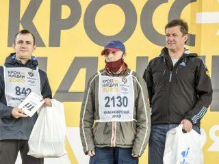 На празднике отдельно отметили 93-летнего бегуна Александра Веретнова