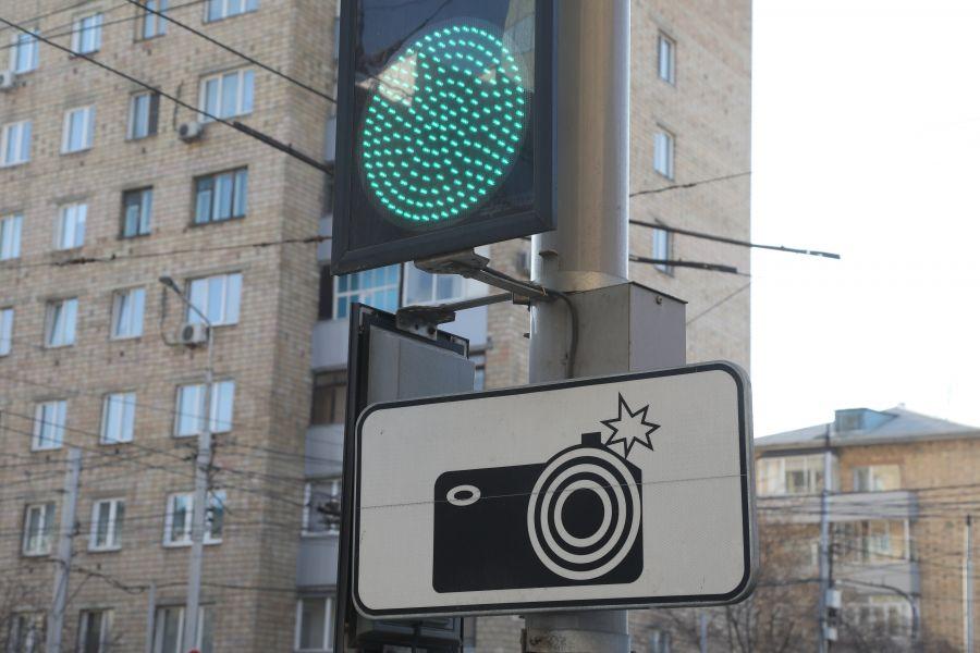В Красноярске дорожные камеры начнут штрафовать автомобилистов за выключенные фары