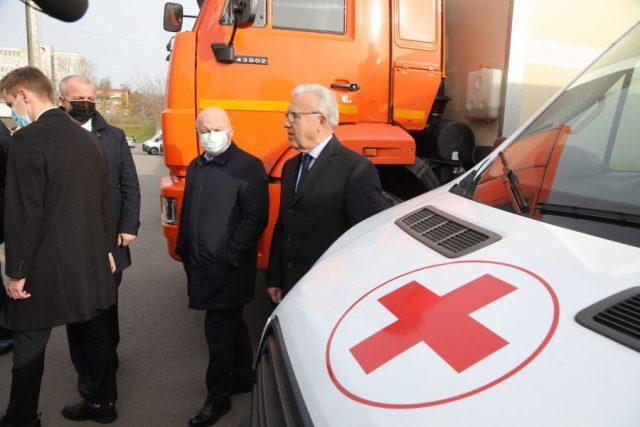 Вручение автомобилей скорой помощи и передвижных комплексов лечебным учреждениям региона. Красноярск. 23 октября 2020 года