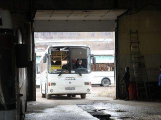 В Красноярске пассажирские автобусы обрабатывают дезраствором два раза в день
