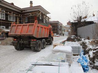 1 декабря, как обещают в дирекции проекта, здесь уже уберут строительные заборы, скрывающие всю красоту старинных домов