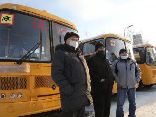 Автобусы имеют желтую окраску кузова и светоотражающую маркировку, надпись «Дети», знаки «Перевозка детей». Каждый оборудован ремнями безопасности, убирающейся подножкой пассажирской двери, устройством ограничения скорости, внутренним и внешним громкоговорящим устройством, автоматической подачей звукового сигнала при движении задним ходом