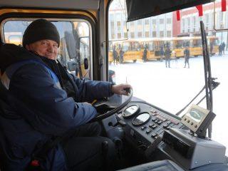 Новые школьные автобусы отправились сегодня в 21 территорию региона для замены изношенной техники