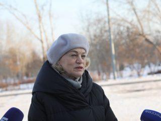 - Ежедневно в 49 муниципальных образований края выезжают по школьным маршрутам 716 автобусов. Это дает возможность более 21 тысячи школьников получать качественное образование, а родителям – не волноваться за своих детей. Думаю, это хороший подарок для сельских школ в преддверии нового 2021 года. Сегодня на заседании конкурсной комиссии были распределены еще 70 школьных автобусов, приобретенных за счет федерального бюджета, – рассказала министр образования Красноярского края Светлана Маковская