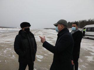 Губернатор края Александр Усс проинспектировал ход работ по реконструкции магистральной рулежной дорожки